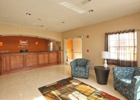 фото Econo Lodge Inn & Suites Bridge City 488810611
