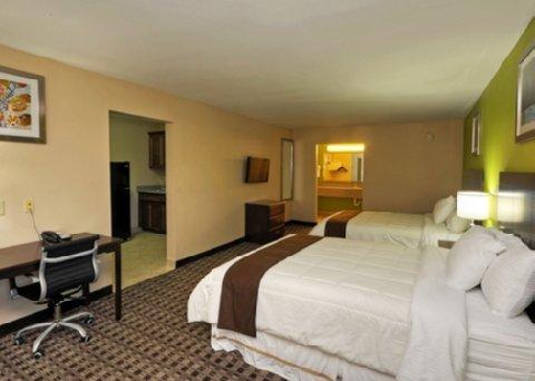 фото Econo Lodge Inn & Suites Bridge City 488810614