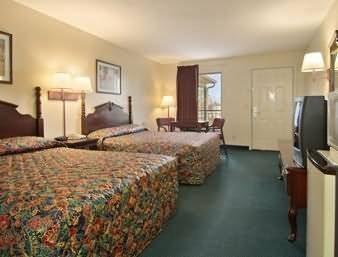фото Americas Best Inns Selmer 488816800