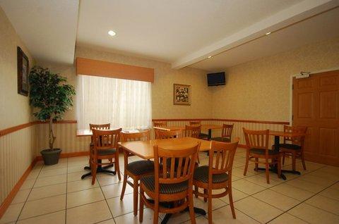 фото Best Western Carrollton Inn & Suites 488818134