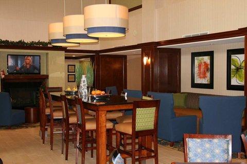 фото Hampton Inn and Suites Fredericksburg South 488818945