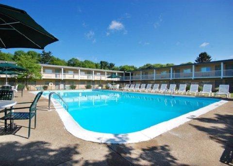 фото Econo Lodge Inn & Suites 488820587