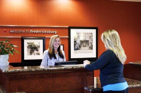 фото Hampton Inn and Suites Fredericksburg 488822389