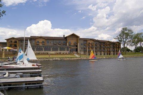 фото King`s Pointe Waterpark Resort 488826246