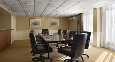 фото Wyndham Garden Hotel Newark Airport 488831493