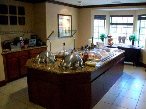 фото Staybridge Suites Phoenix-Glendale 488839854