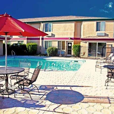 фото Mr. Sandman Inn & Suites 488840400