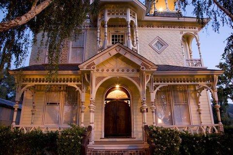 фото Victorian Mansion At Los Alamos 488842111