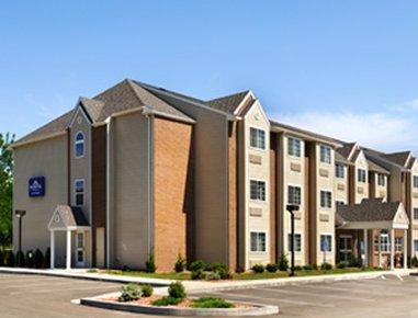 фото Microtel Inn & Suites Bath 488842365