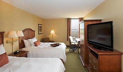фото Bayside Hotel of Mackinaw 488845819