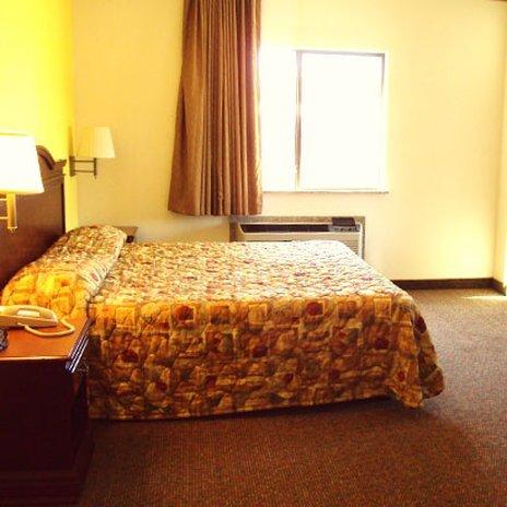фото Tropicana Inn and Suites 488850238