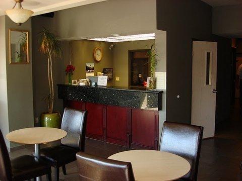 фото Clackamas Inn and Suites 488853751
