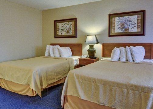 фото Quality Inn & Suites Big Rapids 488858681