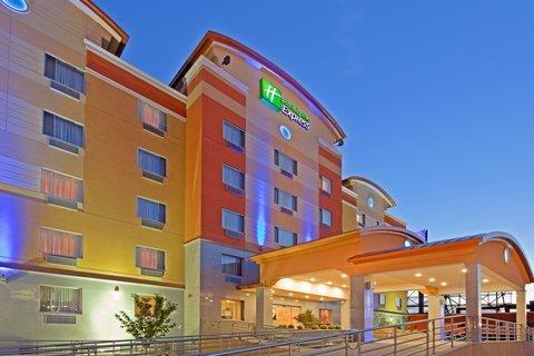 фото Holiday Inn Express Maspeth 488860357