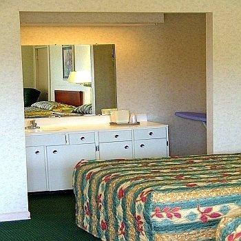фото Parkway Inn - Newport 488894077