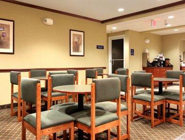 фото Microtel Inn & Suites by Wyndham Beckley East 488895363