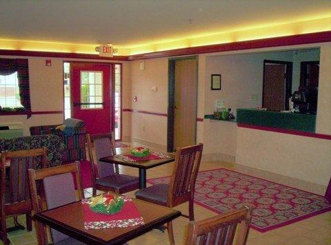 фото Western Inn & Suites Hampton 488897251