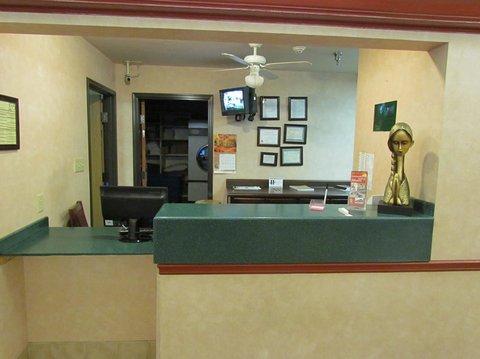 фото Western Inn & Suites Hampton 488897253