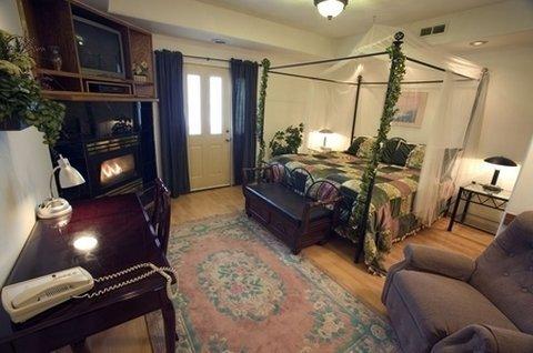 фото 7 Gables Inn & Suites 488898710