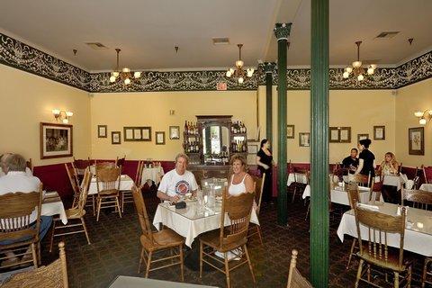 фото Historic Plaza Hotel 488909316