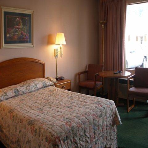 фото Red Carpet Inn Wilkesboro 488911343