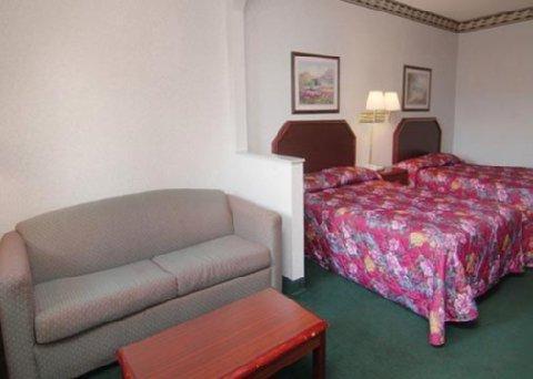 фото Econo Lodge Inn & Suites Northport 516564978