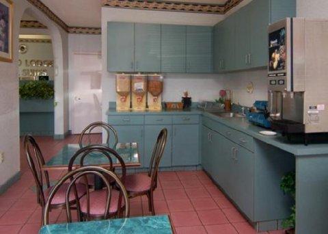фото Econo Lodge Inn & Suites Northport 516564979