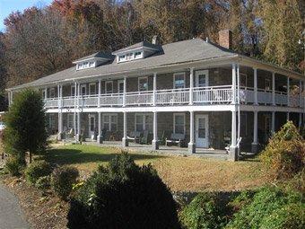 фото Calhoun House Inn & Suites 516903082