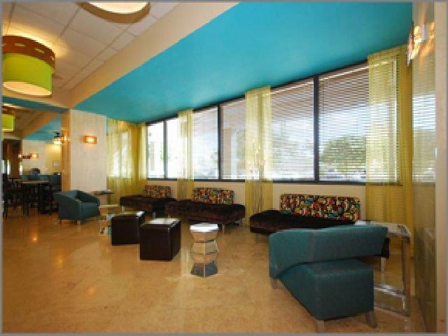 фото Comfort Suites Airport & Cruise Port 542838776
