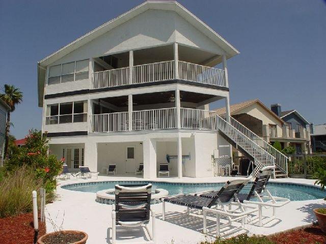 фото New Port Richey Pool Homes 542838913