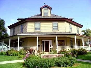 фото Sod Buster Inn Bed & Breakfast 595863307