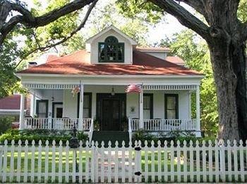 фото White Oak Manor Bed & Breakfast 595865258