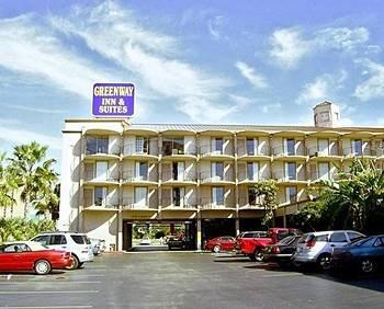 фото Greenway Inn & Suites 596462577