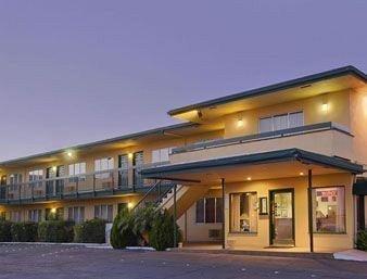 фото Arizona Inn & Suites 596480187