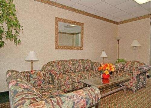 фото Econo Lodge Petersburg 596675181
