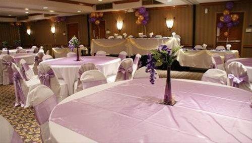 фото Ramada Hotel and Conference Center Dallas 596683570