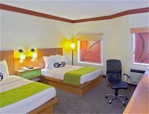 фото La Quinta Inn and Suites Austin Airport 596748451