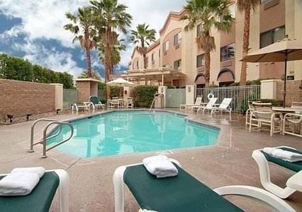 фото Comfort Suites Palm Desert 596776362