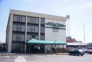 фото Pear Tree Inn Terre Haute 596950996