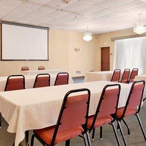 фото Days Inn & Conference Center Branford 596958960