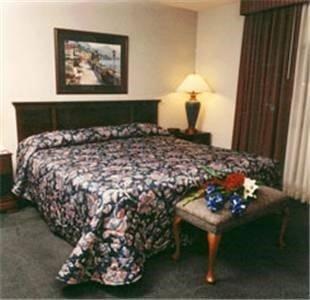 фото Lees Inn And Suites Muncie 596994476