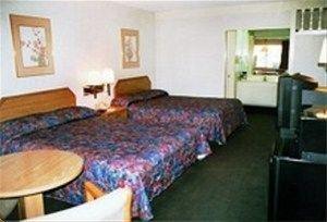 фото Rodeway Inn & Suites Corona 597030562