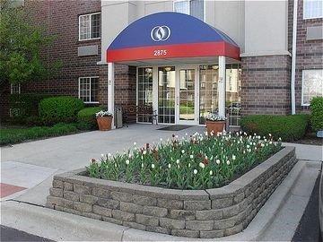 фото Hawthorn Suites by Wyndham Chicago - Hoffman Estates 597053296