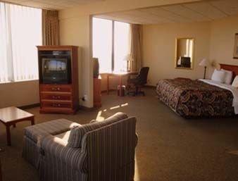 фото Ramada Plaza Hotel - Downtown South Bend 597066205