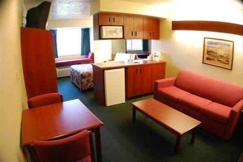 фото Microtel Inn & Suites by Wyndham Holland 597089511