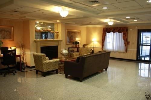 фото B/W Plus New England Inn & Suites 597139392