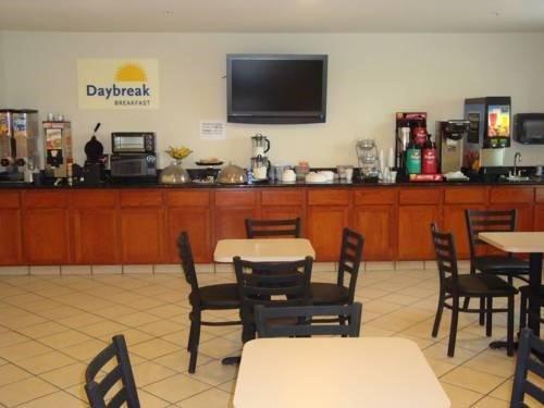 фото Days Inn And Suites Bayou Land 597159765
