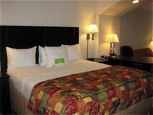 фото La Quinta Inn & Suites Deer Park 597171460