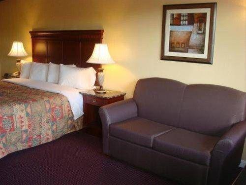 фото Quarters Inn & Suites 597184355