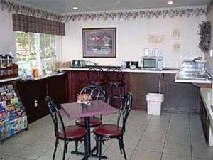 фото Econo Lodge Inn & Suites 597194953